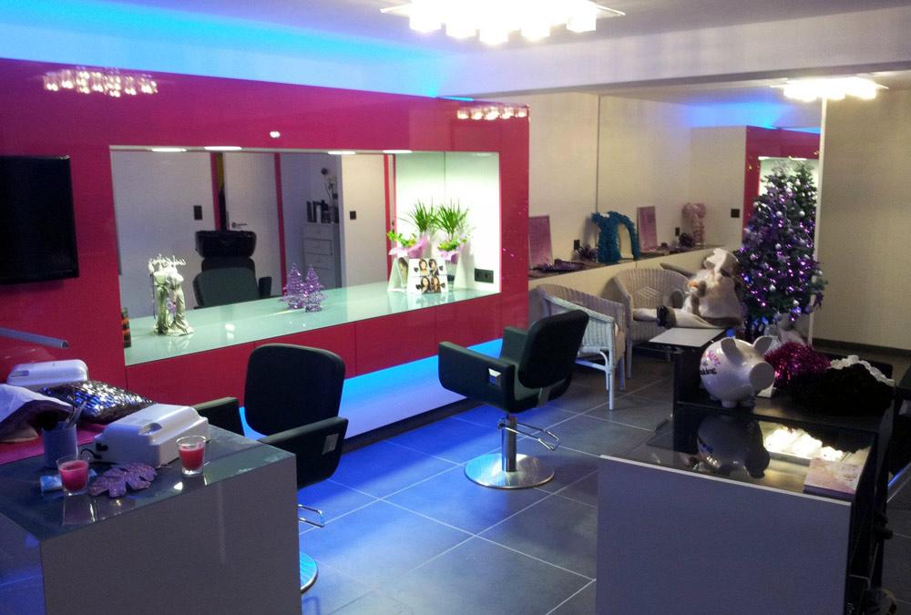 Coiffure et modelage d 39 ongles en gel for Salon pour les ongles